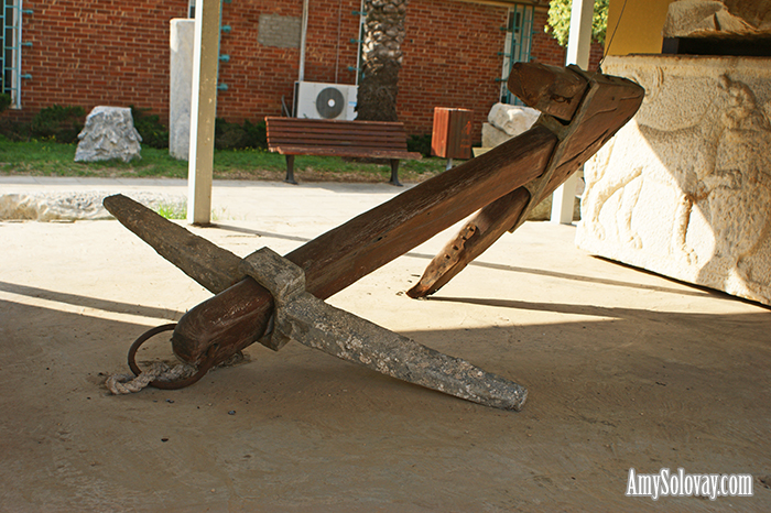 This ancient anchor dates back to the times when the land of Israel was part of the Roman Empire. This anchor is currently on display at the Antiquities Courtyard Museum in Ashkelon, Israel.